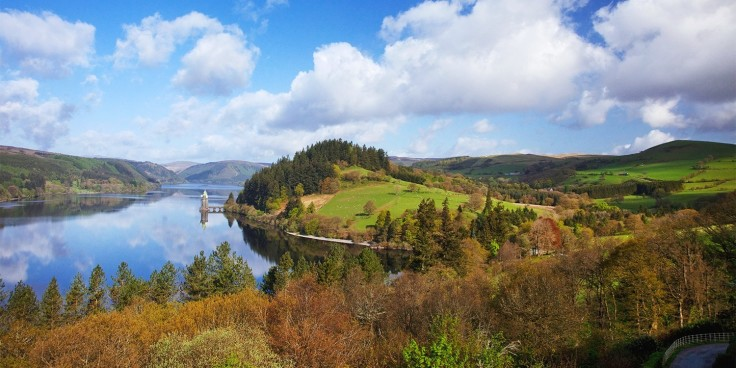 £149 -- Wales: gourmet lakeside getaway w/bubbly, was £229